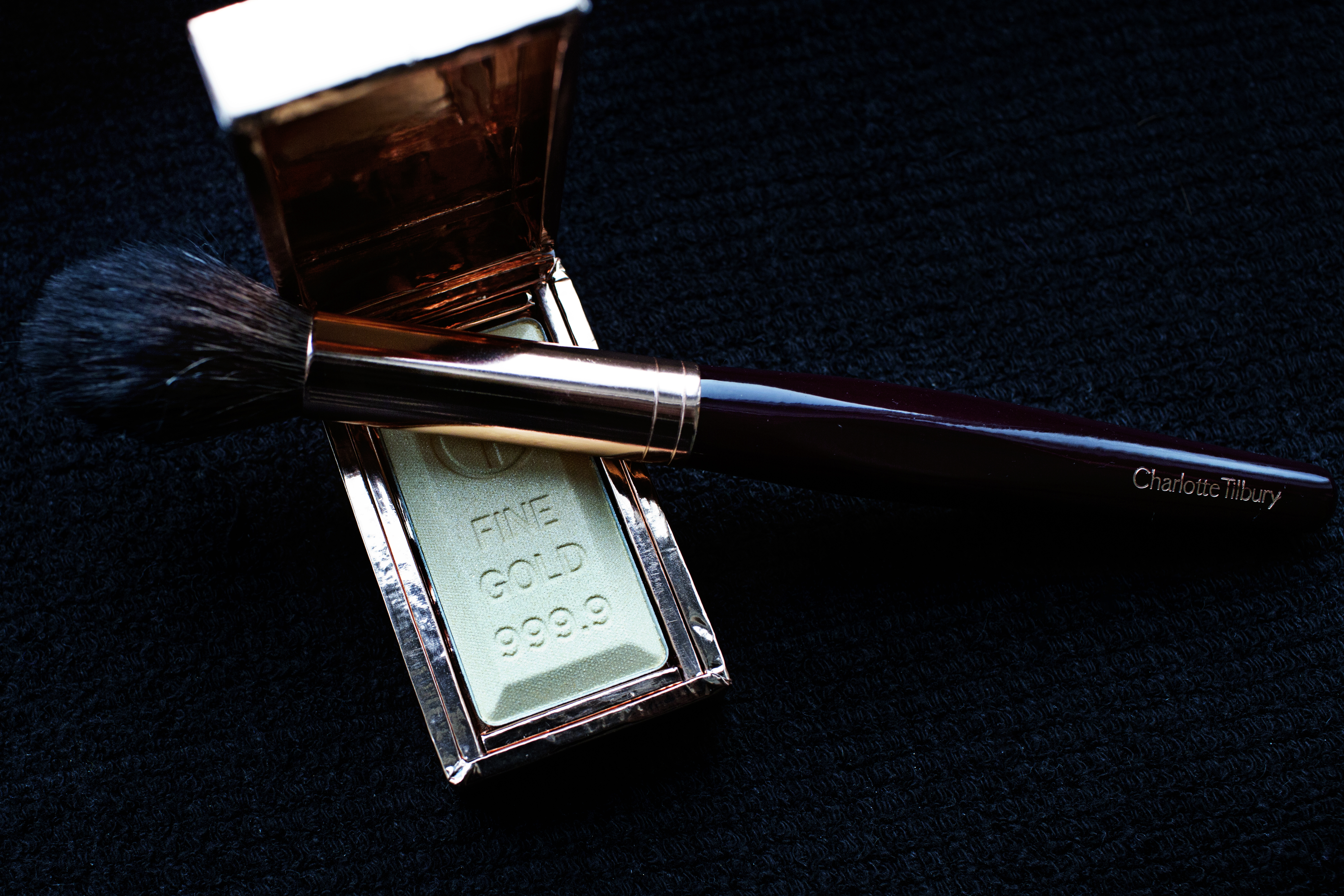 charlotte tilbury  u2013 bar of gold  u2013 skin gilding highlighter